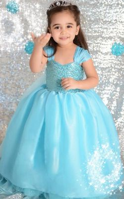 F68002 Gorgeous Elsa Gown