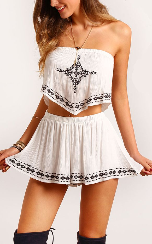 F2521 White top with open shoulders and shorts fashionable set