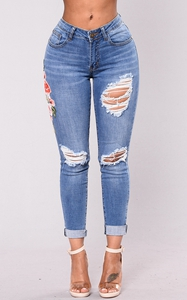SZ60101 Mid Rise Distressed Rose Embroidery Jeans